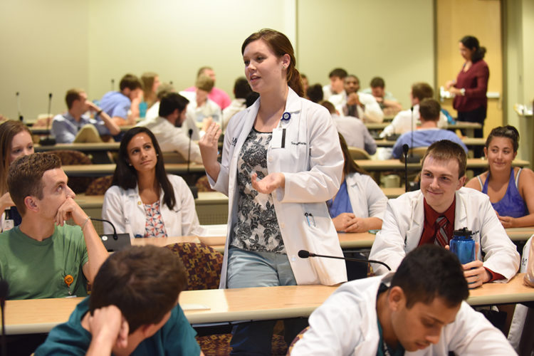 which us medical schools accept applications from canadian students